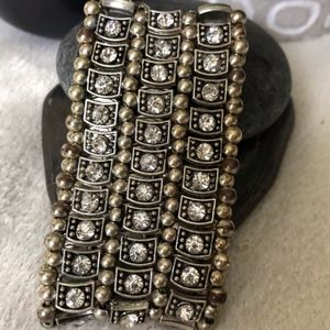 • Rhinestone Stretch Bracelet •